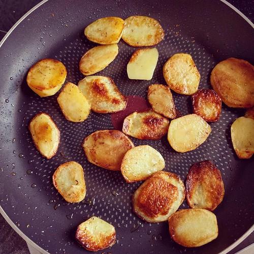 Gebakken patatjes 😍 dit weekend geoogst #indenhof. #nomnom #currentlyeating #seizoensgroenten