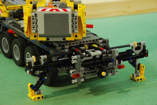 lego technic 42009 mobile crane mk ii flickr photo. Black Bedroom Furniture Sets. Home Design Ideas