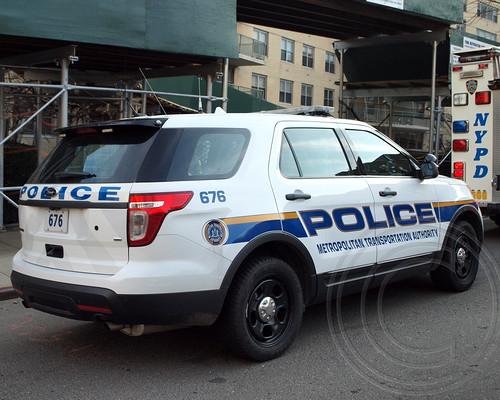 mta police patrol car deadly metro north passenger train derailment near the spuyten duyvil. Black Bedroom Furniture Sets. Home Design Ideas
