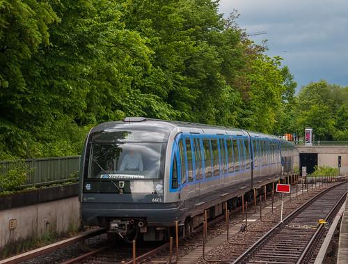 C-Zug ist gleich am Endbahnhof Studentenstadt angekommen. Auf die Endstation wird auch extra per Schild aufmerksam gemacht.