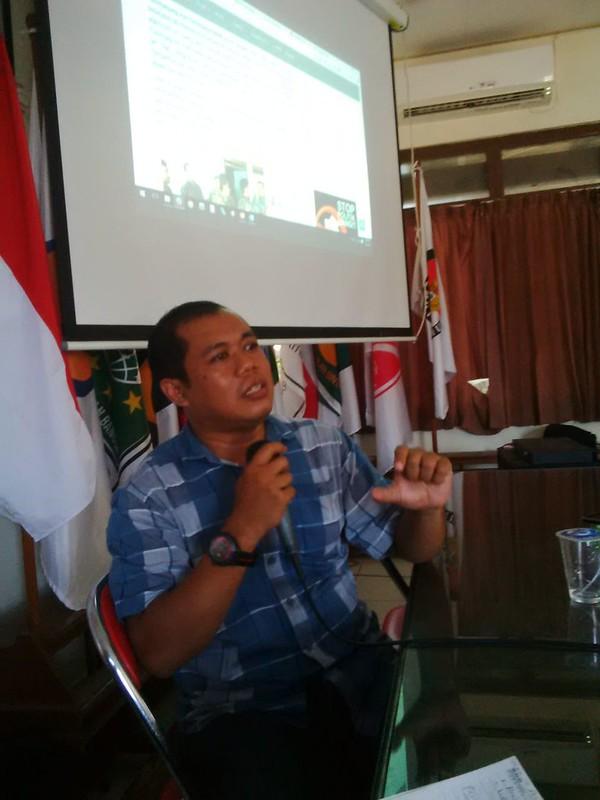 Wiwieko Darmaidiningrum saat menjadi pembicara Workshop Penulisan Berita dan Artikel Website di KPU Kab.Tulungagung(3/6)
