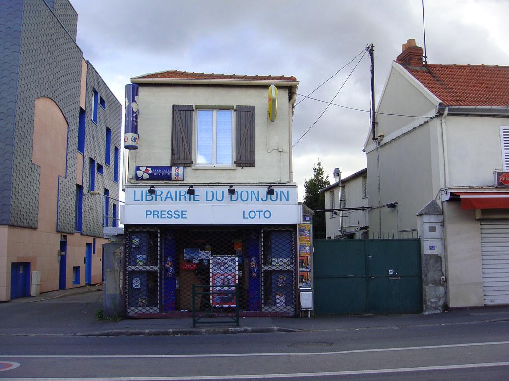 La librairie du donjon à SainteGeneviève des bois  Flickr ~ Picwic Ste Genevieve Des Bois