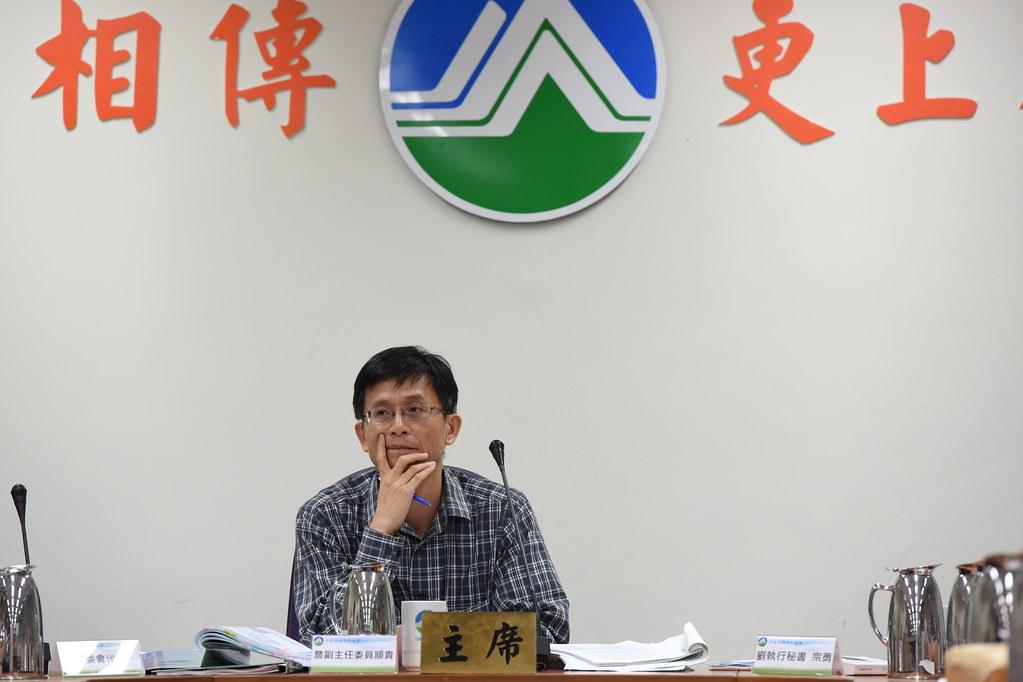 環保署副署長詹順貴昨日臨時主持會議,最後署長李應元接手主持,通過棕櫚案環差。(攝影:宋小海)