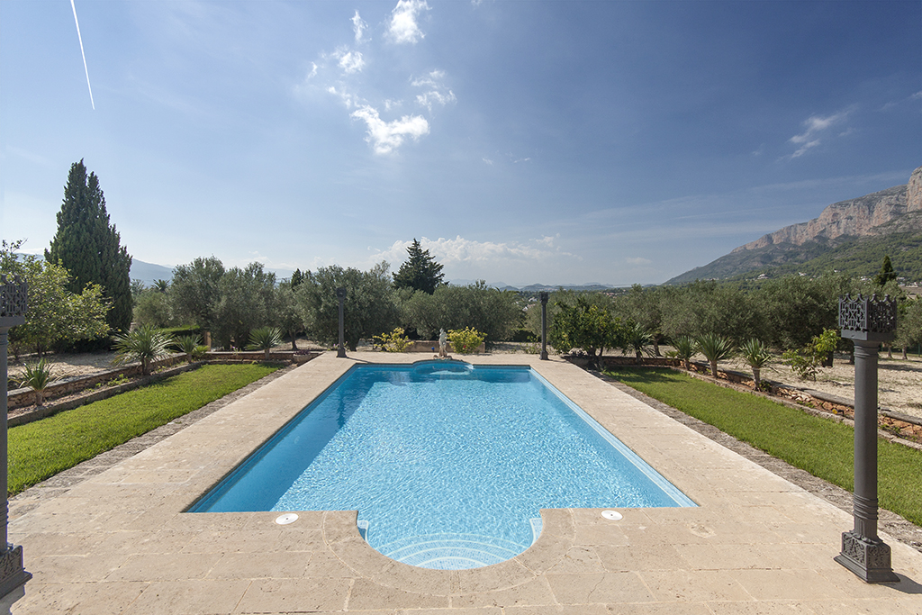 Piscina rectangular rectangular pool piscina for Gunitec piscinas