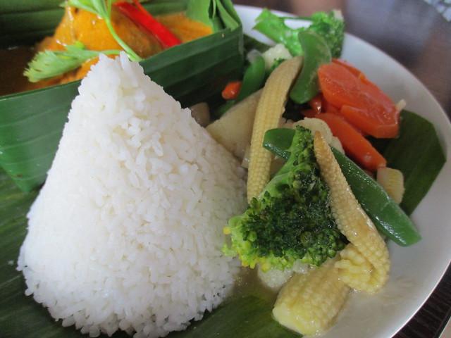 Cafe IND kalio ayam, rice & mixed veg