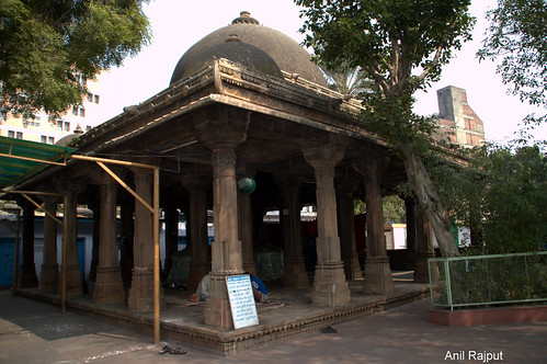 Tomb of Rani Rupvati within the mosque complex