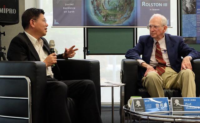 台大教授詹長權 (左)與羅斯頓對談 攝影:陳文姿