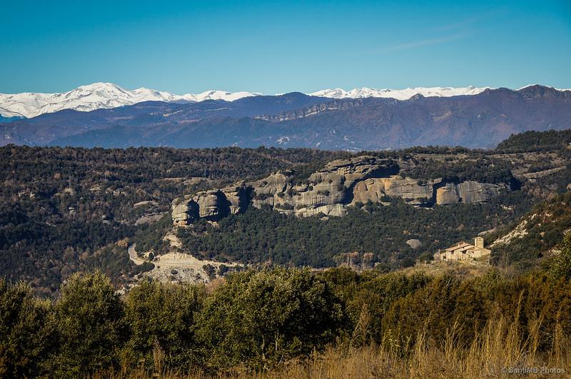 Roques de la Corbera, Serra Cavallera, y Pirineo con el Puigmal a la izquierda.