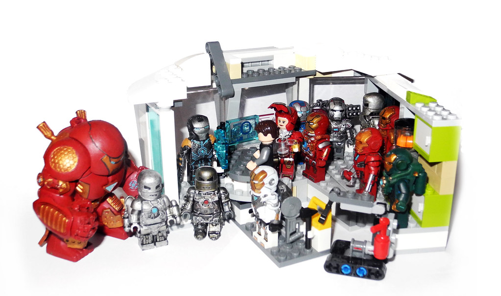 Lego Iron Man Malibu Mansion