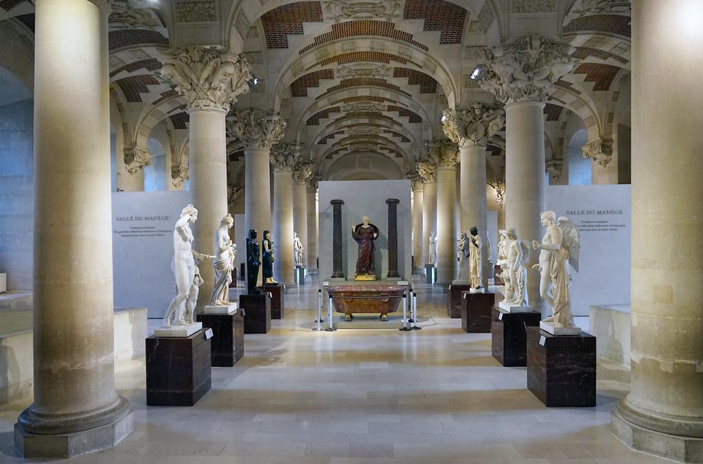 La salle du man ge mus e du louvre paris les for Louvre interieur