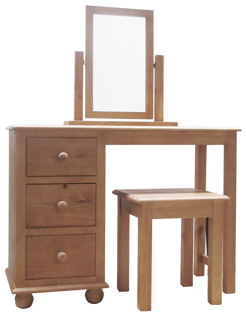 Ant Dts Antique Dorset Dressing Table Set Is Dressed In
