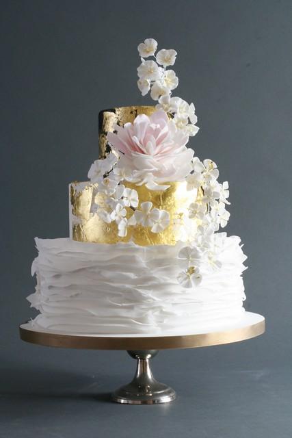 Japan wedding cake | Japanese style cake with gold leaf ...