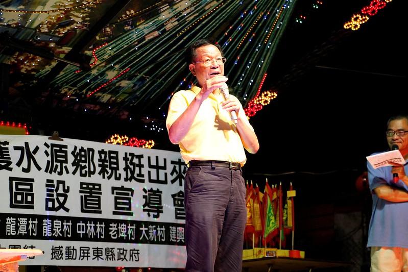 定居於龍泉的屏東科大農學院院長吳明昌也挺身站台,表達對於開發案衝擊地下水源風險的擔憂。攝影:林吉洋。