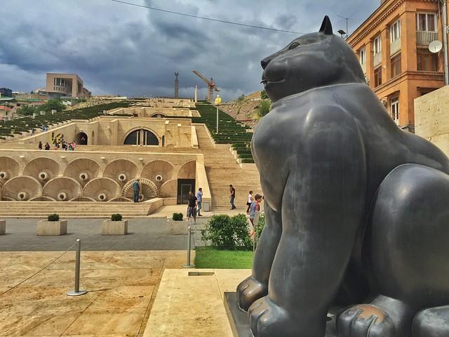 Estatua de Botero en la Cascada de Ereván