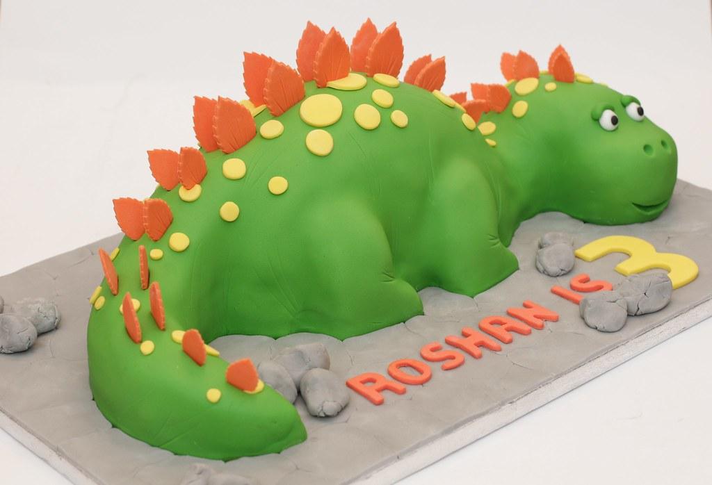 Dinosaur Cake Recipes Pictures : bright dinosaur cake A ssimilar cake to my stegosaurus ...