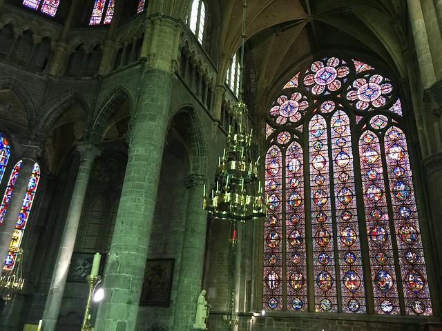 Interior de la Colegiata de Notre-Dame en Dinant (Valonia, Bélgica)