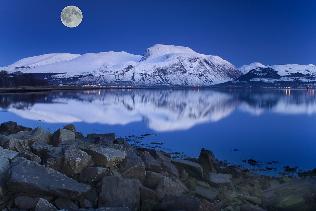 ben nevis and moon