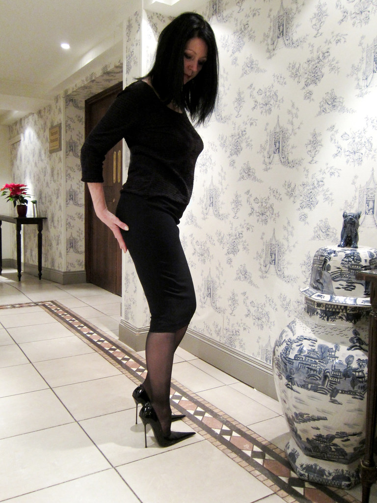 sarah in rosa black patent high heel pointed court shoes. Black Bedroom Furniture Sets. Home Design Ideas