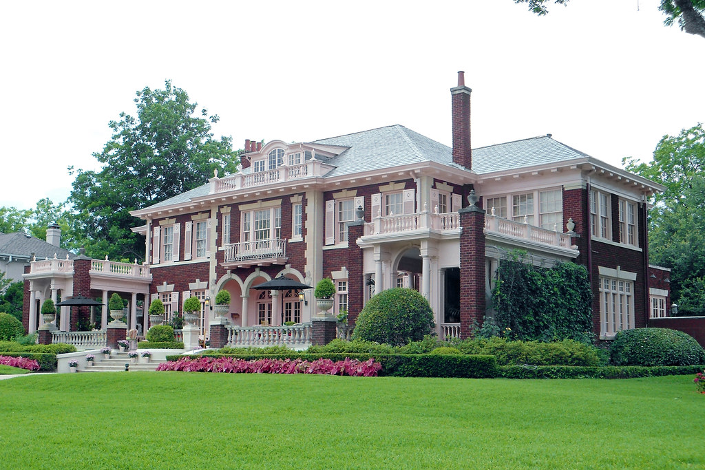 Colonial Revival Style Mansion, Swiss Avenue