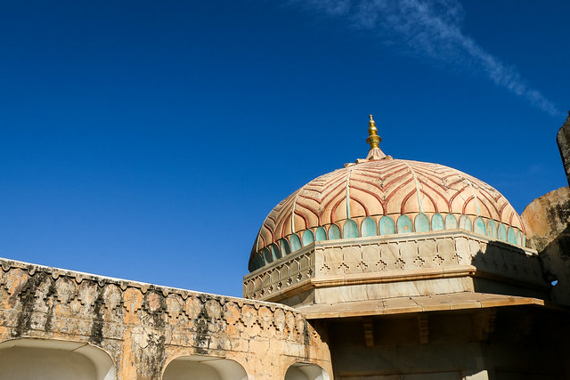 A dome in Amer Fort, Jaipur, India ジャイプール、アンベール城のドーム