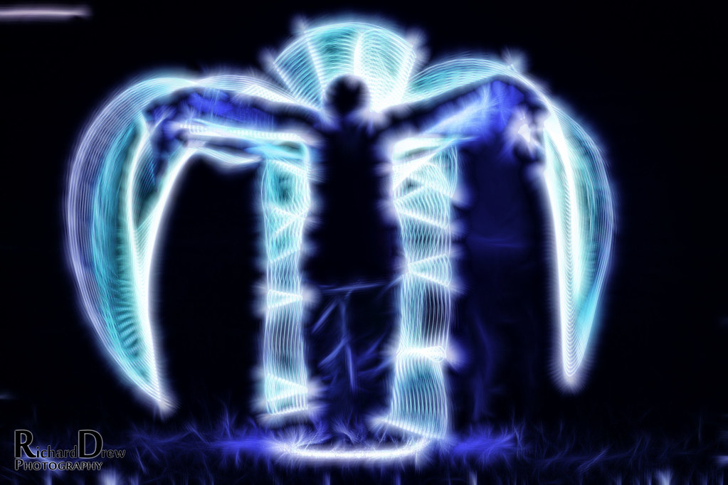 Light painting with diy tools art or not angel wings for Diy light art