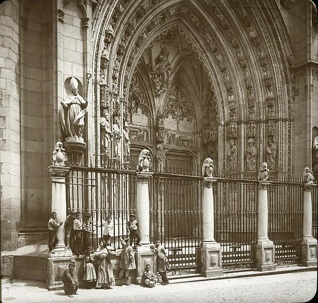 Puerta de los Leones hacia 1905 fotografiado por Alois Beer. Fotografía editada y publicada por E. Mazo para linterna mágica MTFFD026491_P