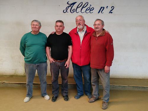 04/06/2016 - Plougasnou : Les participants du concours de boules plombées en doublettes mêlées