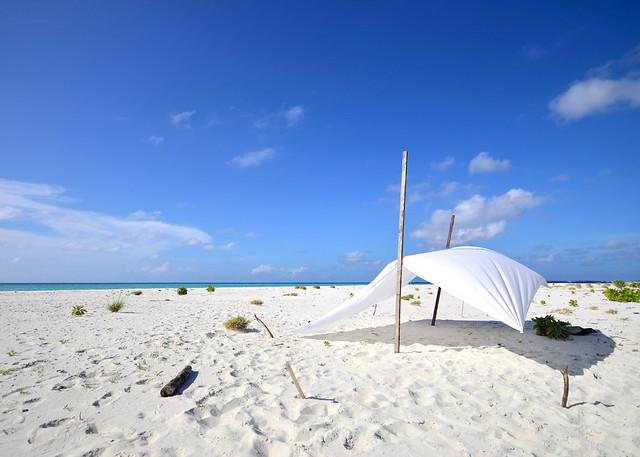 Nuestro campamento en la isla desierta de Odagalla en las islas Maldivas