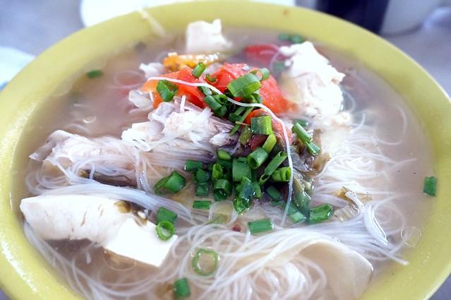 melaka - dong fung restaurant -best fish head noodles-001