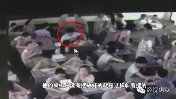 Primary school students in Hunan province jumped to his death because of dissatisfaction with seats placed? Before the monitor screen exposure