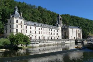 Photo l'abbaye de Brantome  en attente de Leguillac de Cercles