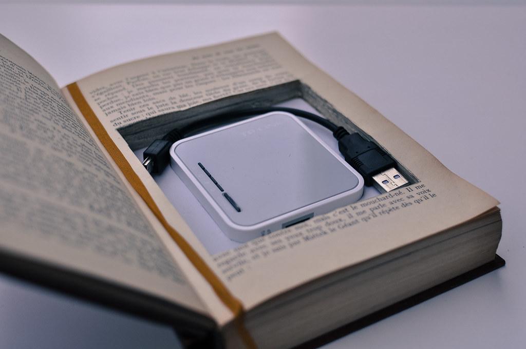 BiblioBox #LibraryBox by Sylvain Naudin