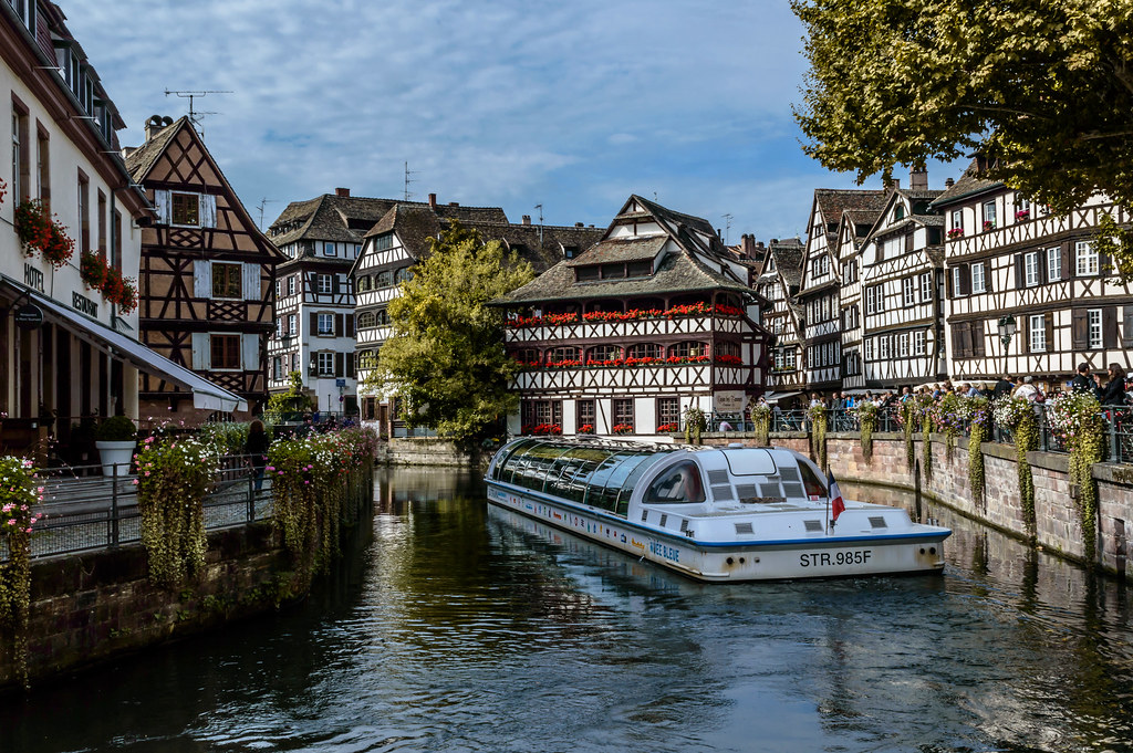 Strasbourg is the capital and principal city of the alsace for Alsace carrelage strasbourg