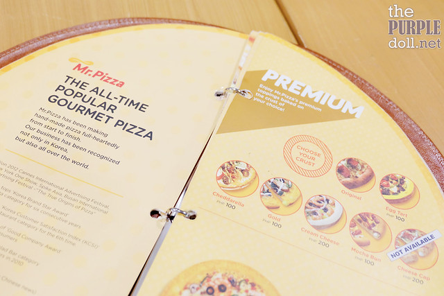 Choose your crust for Premium Pizzas (With additional fee)
