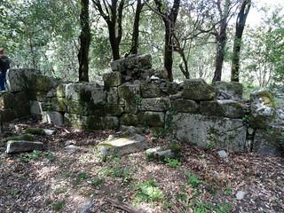 Vestiges d'un mur latéral