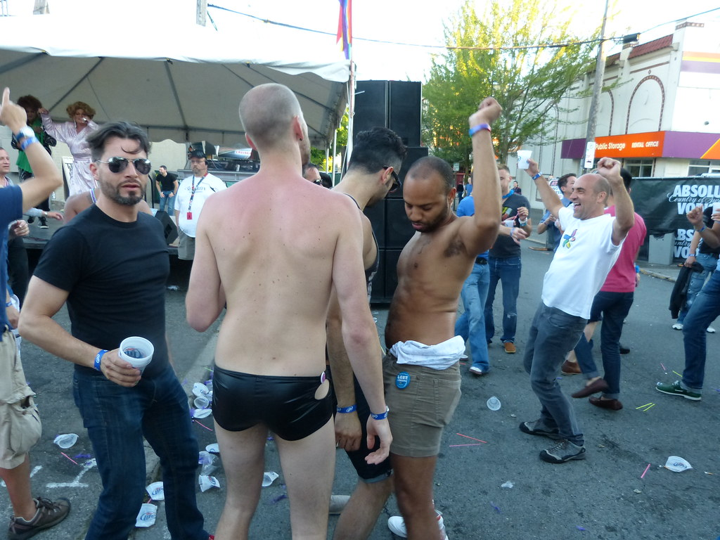 Check Out the Top Gay Bars in Seattle