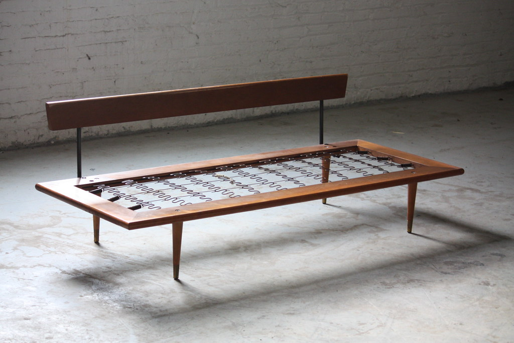 ***ON DECK*** Handsome Mid Century Modern Daybed Sofa (U.S