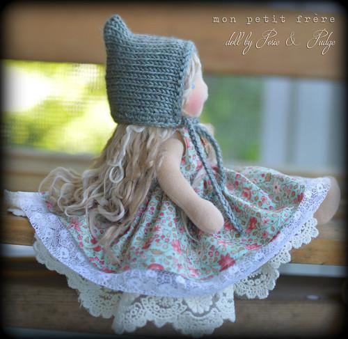 """Dress and bonnet set for 9"""" Petite Fleur dolls"""