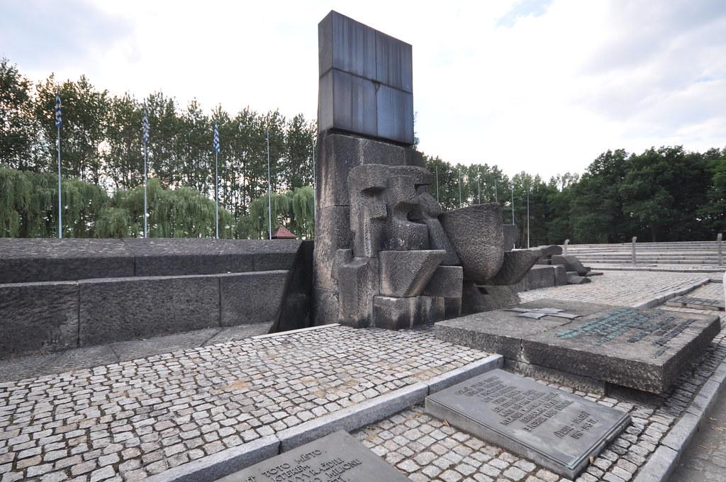 <em>Jorge Láscar, International Monument - Auschwitz II-Birkenau / flickr.com</em>