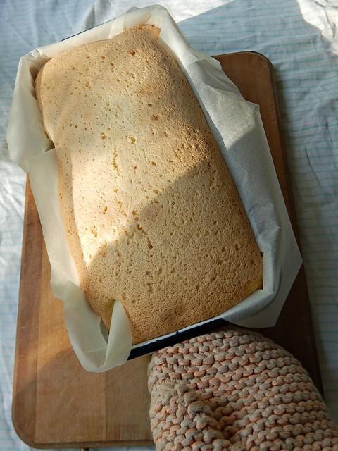 Кокосовый бисквит с малиновым вареньем, пошаговый фоторецепт | ХорошоГромко.ру