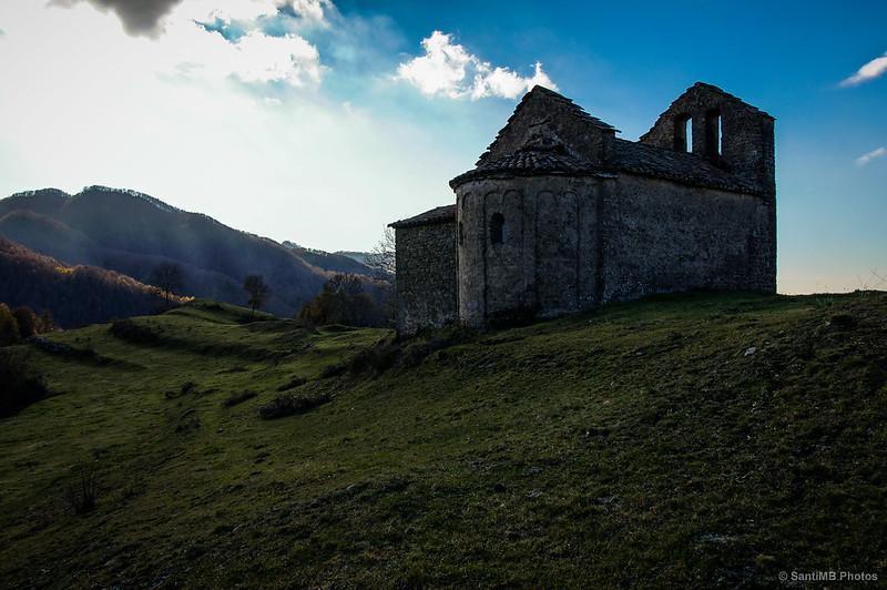 Sant Bartomeu de Covildases al contraluz