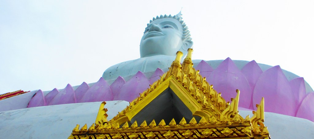 Wat Phra Bat Phu Pan Kham and the white Buddha ...
