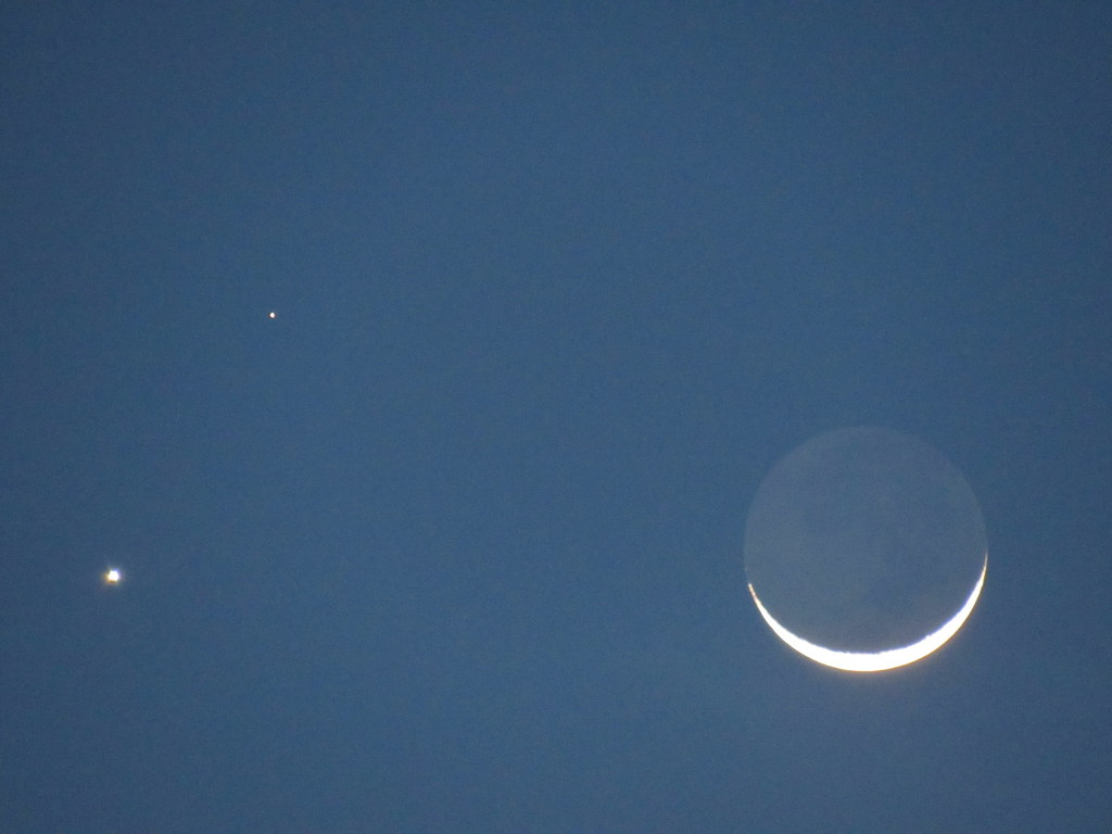 New moon Venus Mars Feb. 20 2015 | Venus is the brighter ...