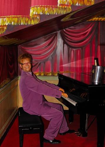 Paris : Elton John in concert  / Grevin museum  2/2