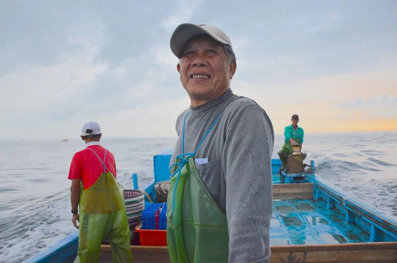 70幾歲的定置漁網船長許得在。攝影:潘佳修。