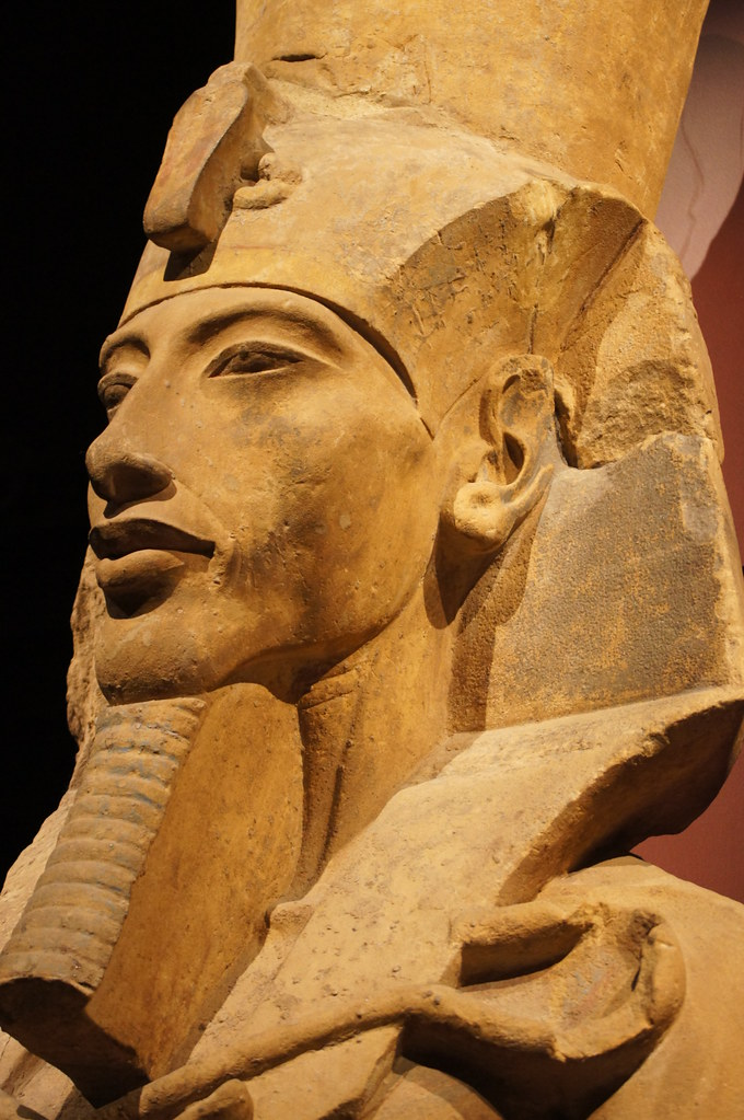 analysis famous statue akhenaton Analysis of the colossal statues of akhenaten at karnak  only one who could  have direct communication with the deity aside from his famous wife, nefertiti.