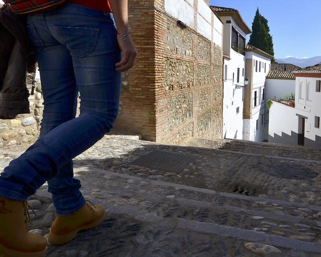 Pasear por el barrio del Albaicín es una de las cosas más recomendables que hacer en Granada, un rato inolvidable