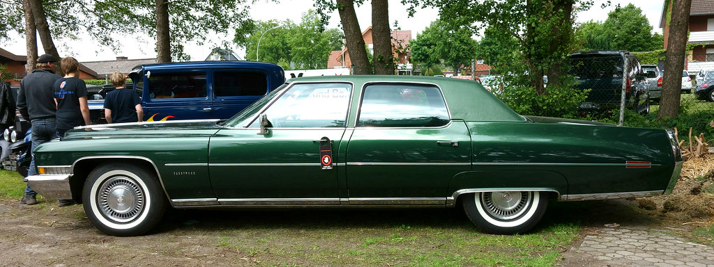 1972 Cadillac Fleetwood Sixty Special Brougham Opron