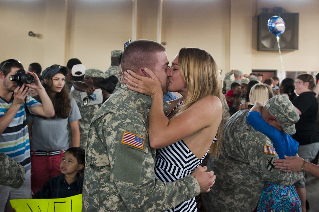 Welcome Home U S Army Soldiers With The 132nd Military