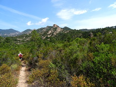 Sentier sous Punta Sant'Andria vers l'Osu : vue de la pointe à droite
